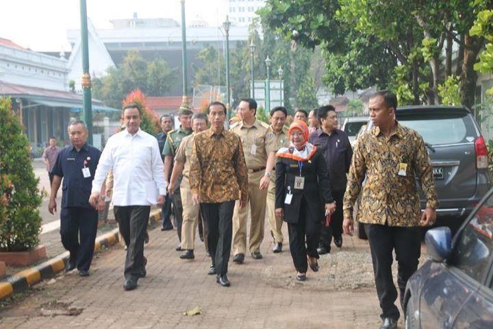 Presiden Indonesia Ir. H. Joko Widodo Memonitoring UN Berbasis Komputer/CBT di SMKN 1 Jakarta