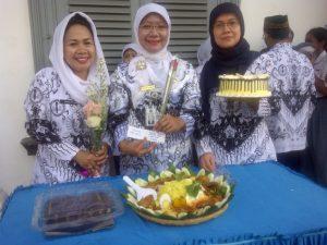 Upacara Memperingati Hari Guru Nasional 2014