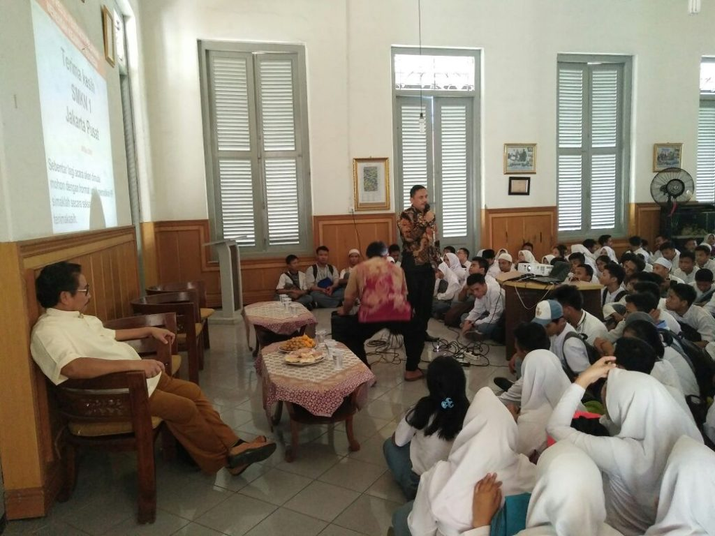 Drs Asep Supriatna Hadiri Memberikan Sambutan di acara motivasi SMKN 1 Jakarta dengan Dr Marlock