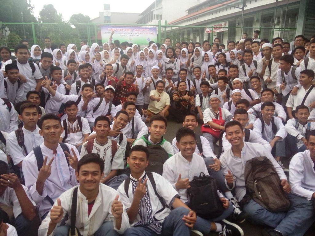 Motivasi Dr Marlock dengan Siswa Siswi Beserta Keluarga Besar SMKN 1 Jakarta