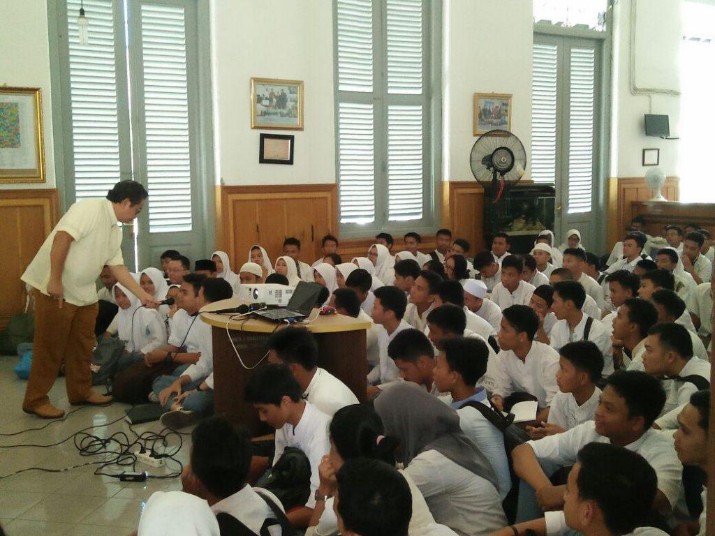 Motivasi dan Pembinaan Dr Marlock di SMKN 1 Jakarta