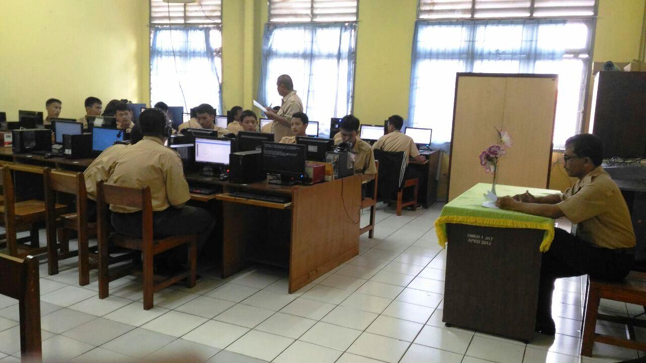 Pelaksanaan UUB Semester Ganjil TP.2016/2017 Berbasis Komputer di TKJ dengan Wakil Kurikulum