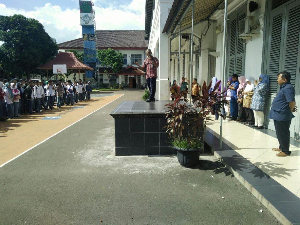 Pada Sambutan Pelepasan Bpk. Drs. M. Bakri Akkas Menyambut Keluarga Besar SMKN 1 Jakarta.