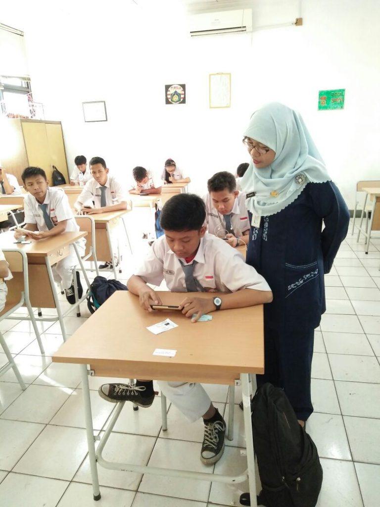 Wakil Kesiswaan (Ibu Siti Hajar) Monitoring Kegiatan US 2017