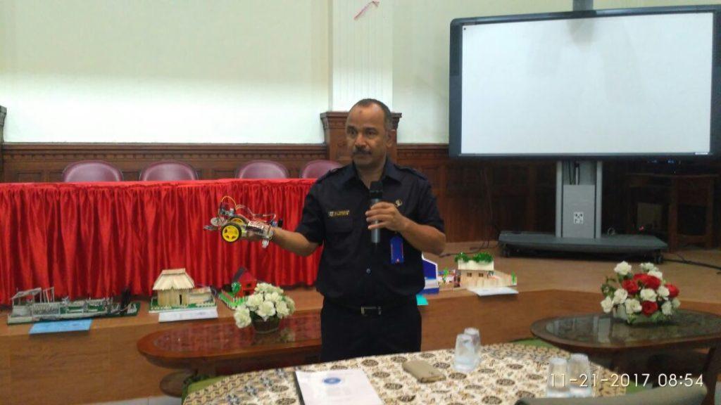 Pembukaan Sidang Kerja proyek Oleh Kepala Sekolah Drs. Rahmedi